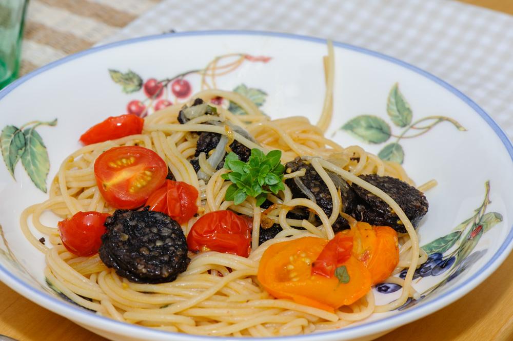 Mustispastaa ja keittiösuunnittelua – Luimupupu ja